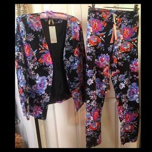 New floral pant suit by Ally. Size AU12